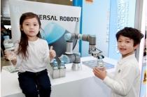 [Robot] 물 권하고, 선글라스 골라주고... 협업로봇은 진화 中