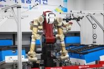 산업현장서 반복 업무 가능한 산업용 양팔로봇 개발