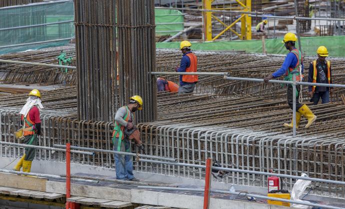 제조업 외국인 근로자는 느는데 채용·관리는 '난맥상'