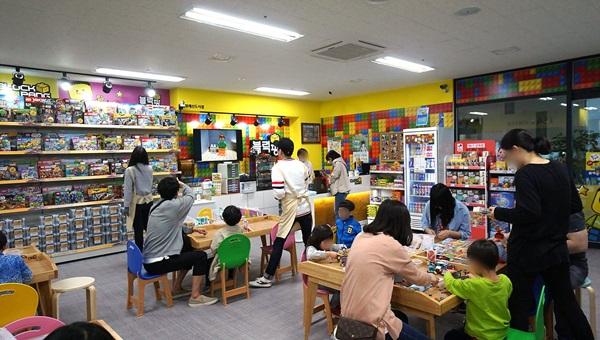 레고와 보드게임 무제한 대여점 '블럭팡' 대전반석점 20일 오픈
