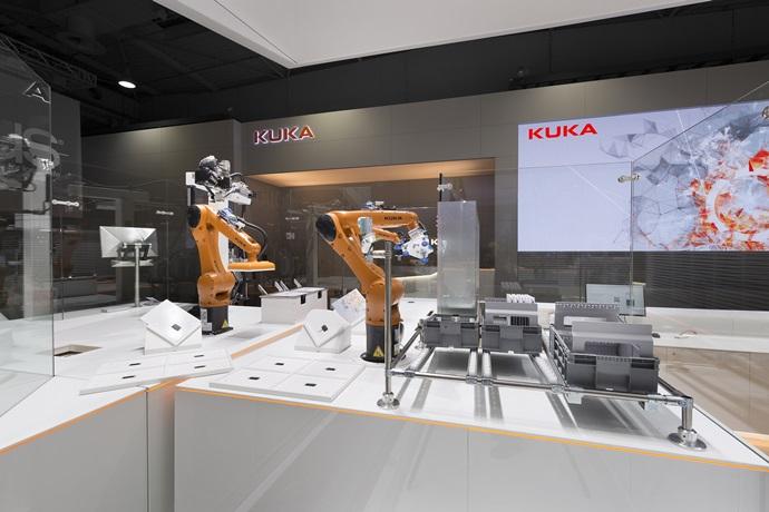 [로보유니버스&K드론] KUKA, 펜스 없이 활동하는 협동로봇 이제는 '현실'