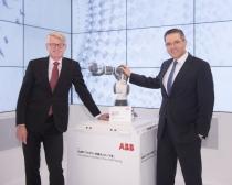 ABB, 협소한 공간 활용한 한팔 협업로봇 YuMi 내년 런칭