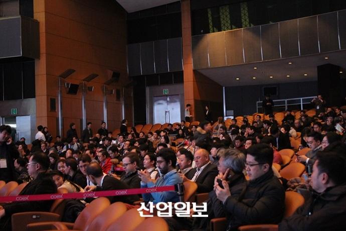 """지금 한국은 블록체인·암호화폐 시대…정부 개입, """"득인가 실인가"""""""