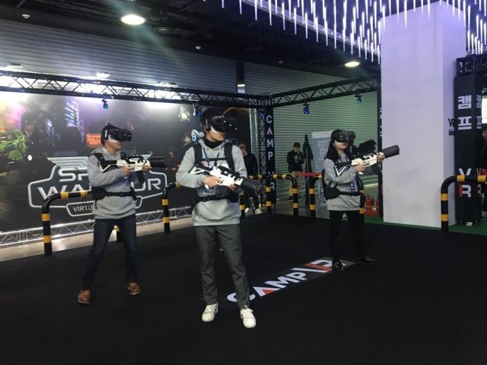 """[VRⅠ] """"실제로 총쏘는 거 같아요!"""" - 다아라매거진 매거진뉴스"""