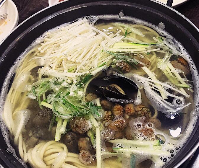 공주 맛집 유가네칼국수, 겨울보양식 복칼국수로 영양 보충 '인기'