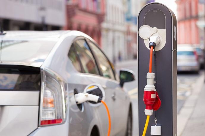 전기를 휴대하는 이차전지 시대, 개발과 양성이 해법이다