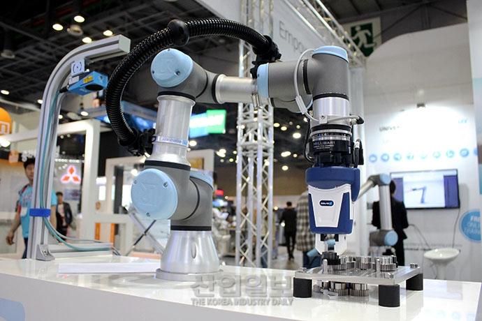 [심토스(SIMTOS) 2018] 생산제조현장의 작업파트너 '협동로봇'