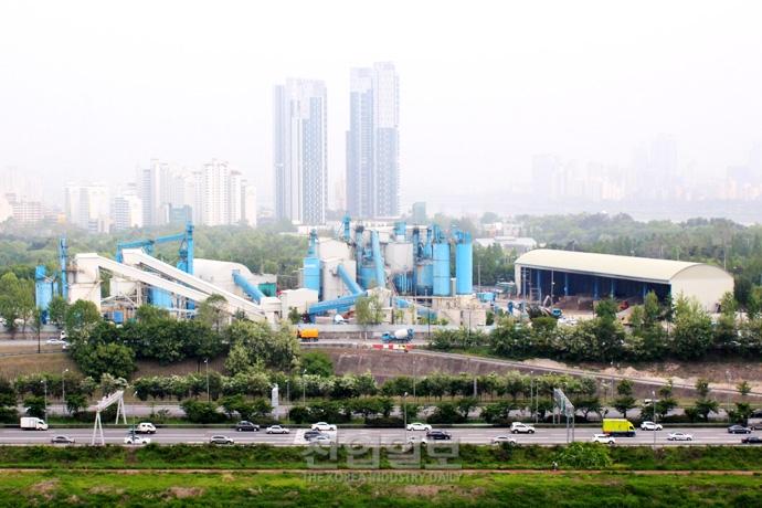 [사진으로 보는 산업뉴스] 철거 및 이전 확정된 성수동 삼표레미콘 공장