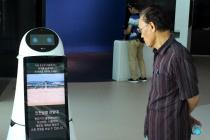 [사진으로 보는 산업뉴스] 복잡한 공항 내부, 인공지능 로봇이 안내한다