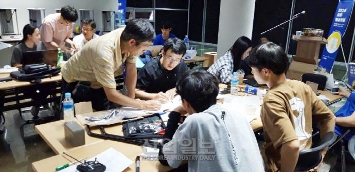 세운상가에서 만난 '기술장인과 청춘'