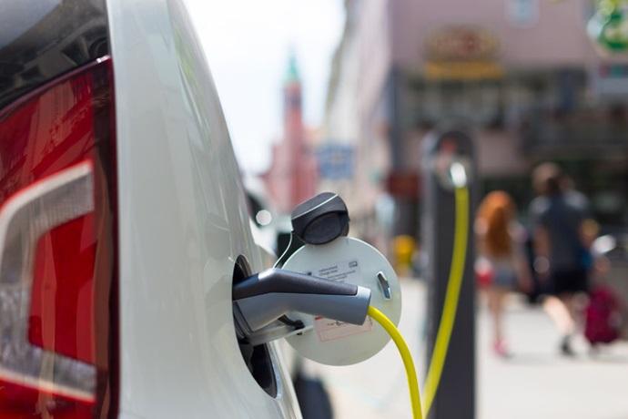 점차 가벼워지는 전기차, 소재 업체들 성장기회 제공