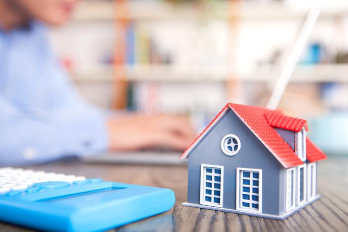 국내 부동산 시장, 하향 안정화 추세 보여…주택 거래량 크게 위축