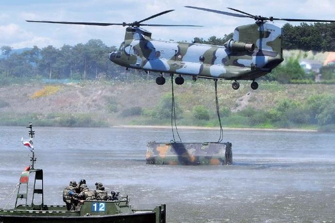 국내 방위산업, 정찰위성·유도무기·무인기·헬기 등의 전력 강화로 이어질 것