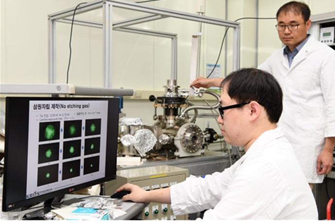 [Technical News]'원자 3개 크기' 뾰족한 현미경 이온원 나왔다 - 다아라매거진 기술뉴스