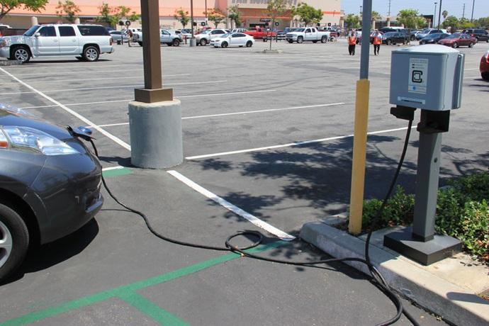 저탄소 연료 의무화 비율 상향, 캘리포니아의 전기차 인기 높인다