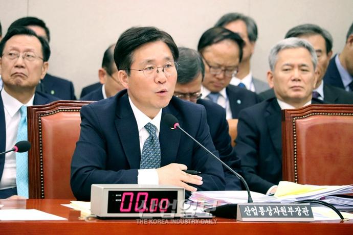 [포토뉴스] 성윤모 산업부장관, 국정감사서 수소경제 활성화 의지 밝혀