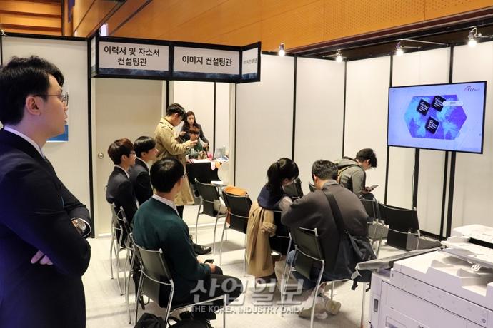 [포토뉴스] 반도체·디스플레이 분야 취업 정보 '잡페어'에서 확인하세요