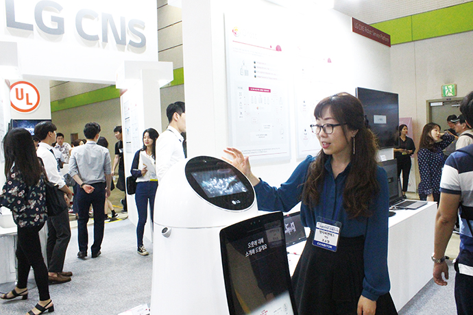 [2018 사물인터넷국제전시회]LG CNS, 로봇 관련 기술 오롯이 담긴 '오롯' - 다아라매거진 매거진뉴스