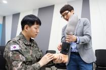 스마트 로봇의족 상용화 성공, 목함지뢰 폭발사고 김정원 중사에 전달