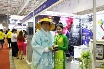[포토뉴스] 도포 자락 휘날리는 삿갓맨, VIMAF 2018에서 베트남 전통의상 만나다