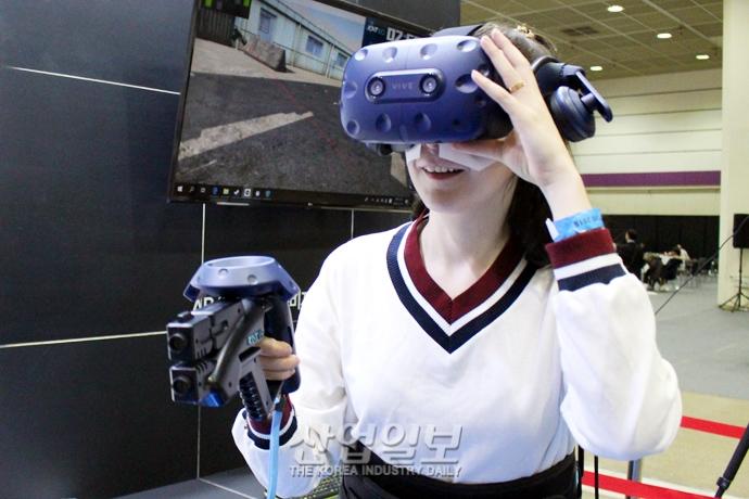 [포토뉴스] 상상 속 세계가 눈앞에! 'VR 엑스포'