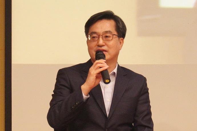 [Business Trends]임기 마무리 한 김동연 부총리 '공무원 보상체계 개편' 등 작심발언 쏟아내 - 다아라매거진 매거진뉴스
