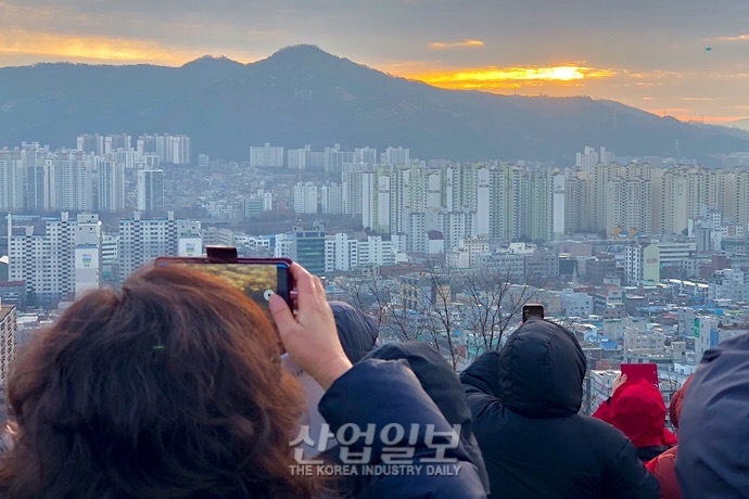 [포토뉴스] 구름 사이로 드러난 기해년 첫 일출