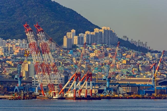 한국, 세계 선박수주 1위 '명예 찾았다'
