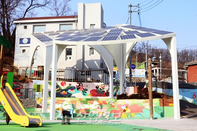 [사진으로 보는 산업뉴스] 옥상·방음벽 태양광 설치 통해 공동전기료 '제로' 달성