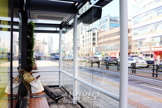 [사진으로 보는 산업뉴스] 버스정류소가 미세먼지 청정구역? '스마트 에코쉘터'