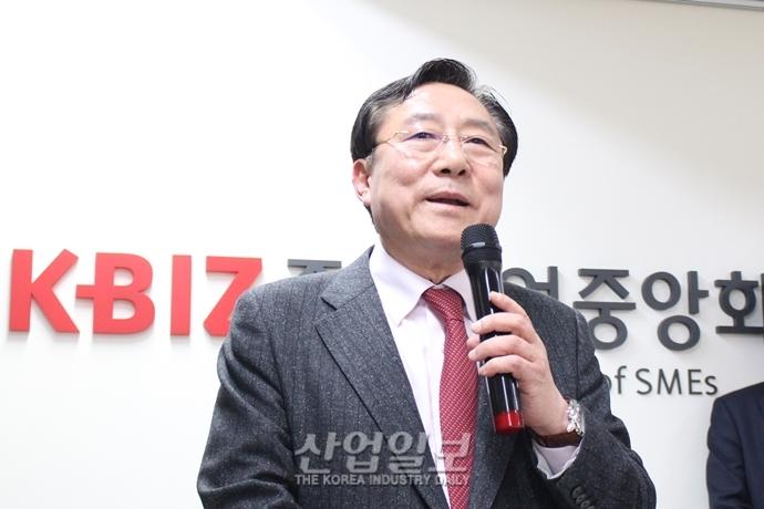 [거치대] '금품제공 의혹' 매달고 출발하는 김기문 호, 쾌속 항해 가능할까?