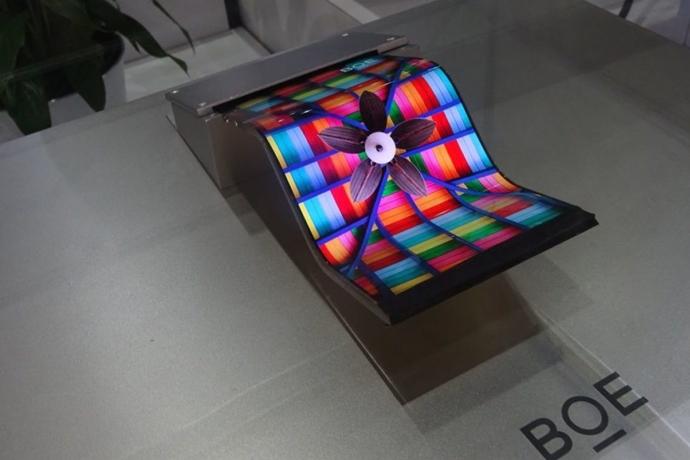 중국, '폴더블' 바람타고  다시 한 번 OLED 시장 넘본다 - 다아라매거진 업계동향
