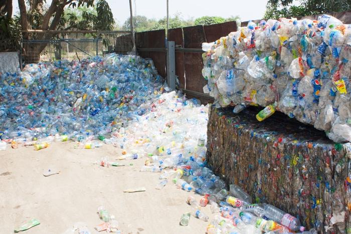 폐플라스틱 대란 이후 플라스틱 규제 '전 세계적 흐름'