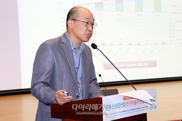 """""""부품기업 R&D 투자 저조, 국내 전기차 시장 확대 막아"""" - 다아라매거진 업계동향"""