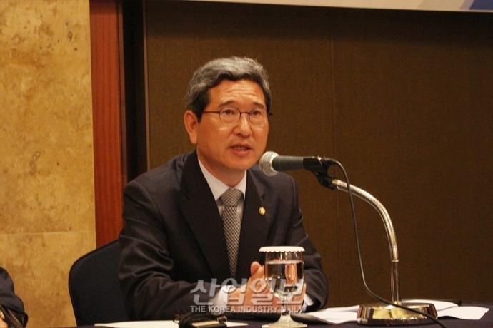 김학용 환노위원장, 기업 바라보는 문재인 대통령 시선 바뀌어야