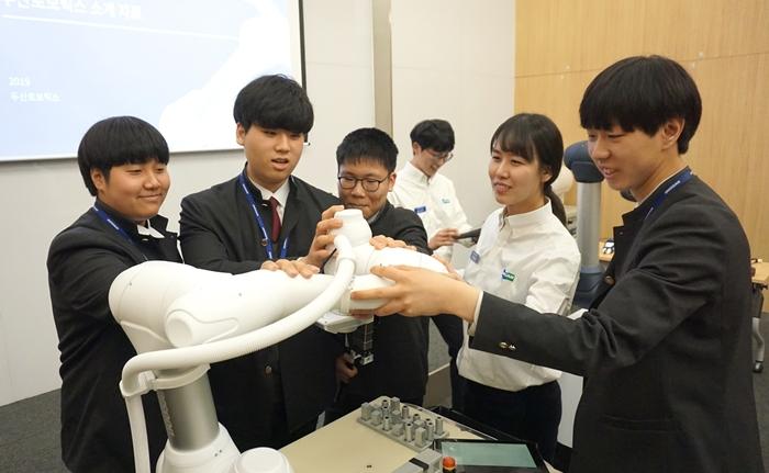 두산로보틱스 협동로봇, 경기용 공인 로봇 선정
