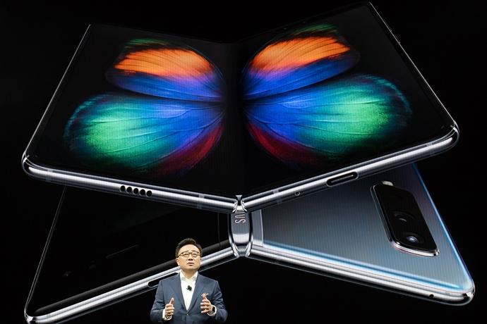 삼성전자·화웨이 맞붙고 있는 폴더블폰 시장, 2021년 돼야 제대로 '펼쳐진다'