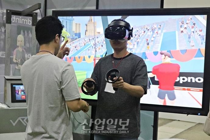 [포토뉴스] '스마트테크코리아' VR 게임·무인화 카페·아트 등 전시는 '체험형이 대세'