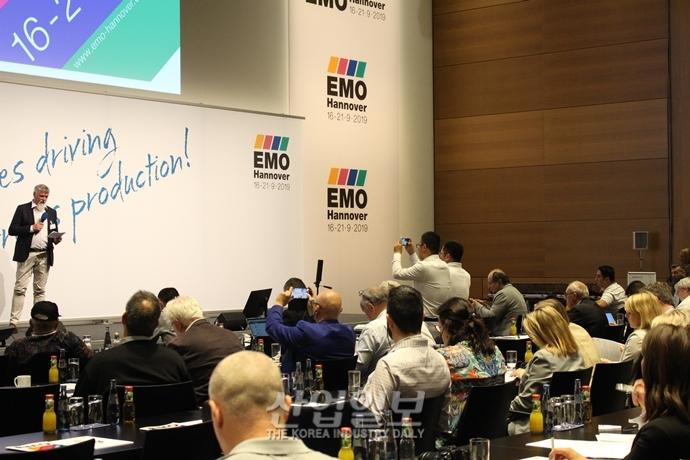 """[포토뉴스] EMO 2019 Preview 피칭 세션 참가 기업들, """"EMO 2019에서 만나요"""""""