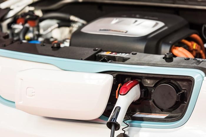 한국 기업, 유럽 전기차 배터리 시장 경쟁력 위해 배터리 원재료 확보해야