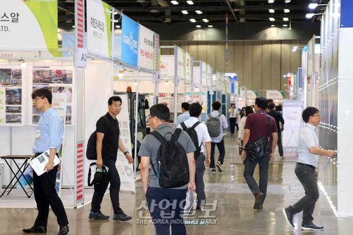 [포토뉴스] 한국 중장비 부품 및 어태치먼트 전시회, 건설기계 중장비 시장 활성화 '지원'