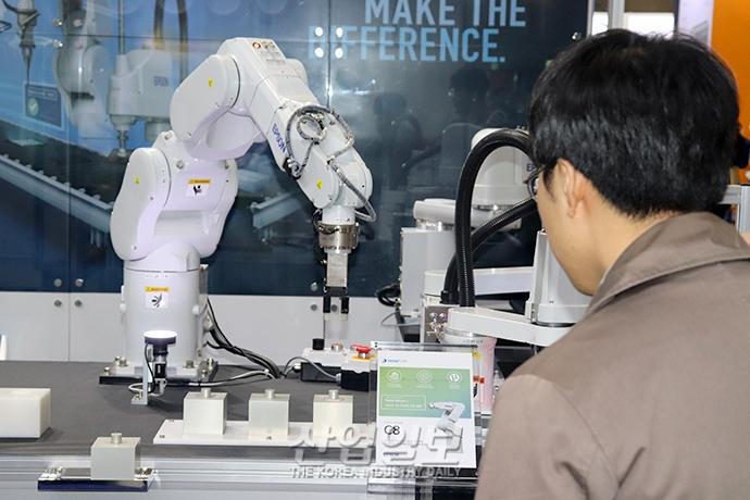 [2019 한국기계전] 생산↑ 불량↓, 제조업도 로봇이 '대세'