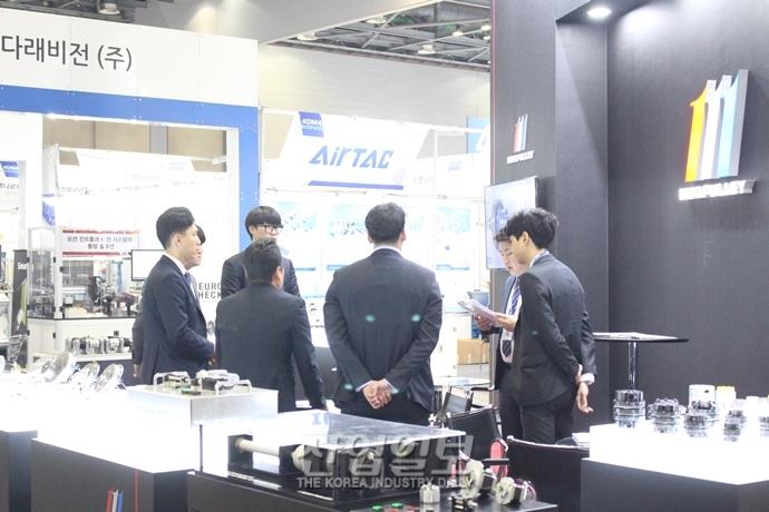 [2019 한국기계전] 셋째날 맞이한 2019 한국산업대전, 활기찬 모습으로 오전 맞이해 - 온라인전시회