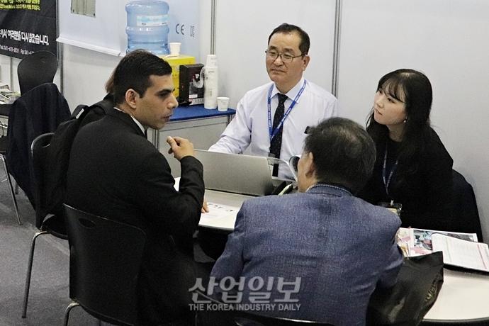 [2019 한국산업대전] 전시회는 상담 중… 활발한 글로벌 비즈니스의 장