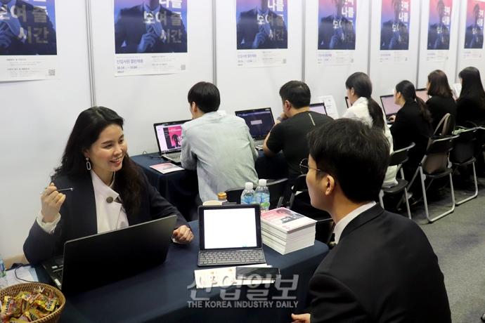 [포토뉴스] 중소·중견기업 구인난, 청년 실업 동시 '해결'