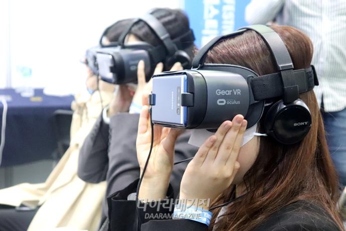 가상현실(VR) 모의면접부터 인공지능(AI) 매칭까지 스마트해진 '취업준비' - 다아라매거진 심층기획