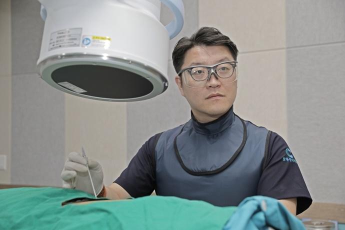 [칼럼] 척추관 협착증, 비수술 치료 고주파 열응고술로 개선