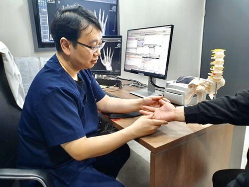 [칼럼] 과사용이 불러 오는 손목 통증, '손목터널 증후군'