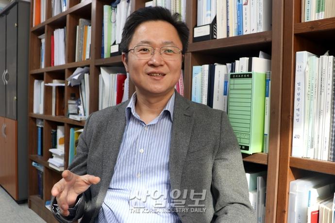 """""""내년도 경제성장률 1.8% 전망…국내 소비·설비 투자 부진 영향"""""""