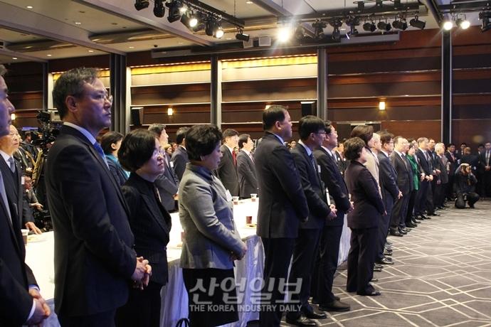 """[포토뉴스] 경제인들, """"경자년(庚子年)을 '경제가 자유로운 해'로 만들자"""" 한 목소리"""